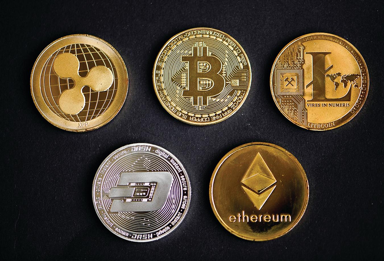以比特幣為代表的加密貨幣,以其安全、隱祕和分散的特點,在近年引發越來越多的關注。圖為五種加密貨幣的標誌。(Getty Images)