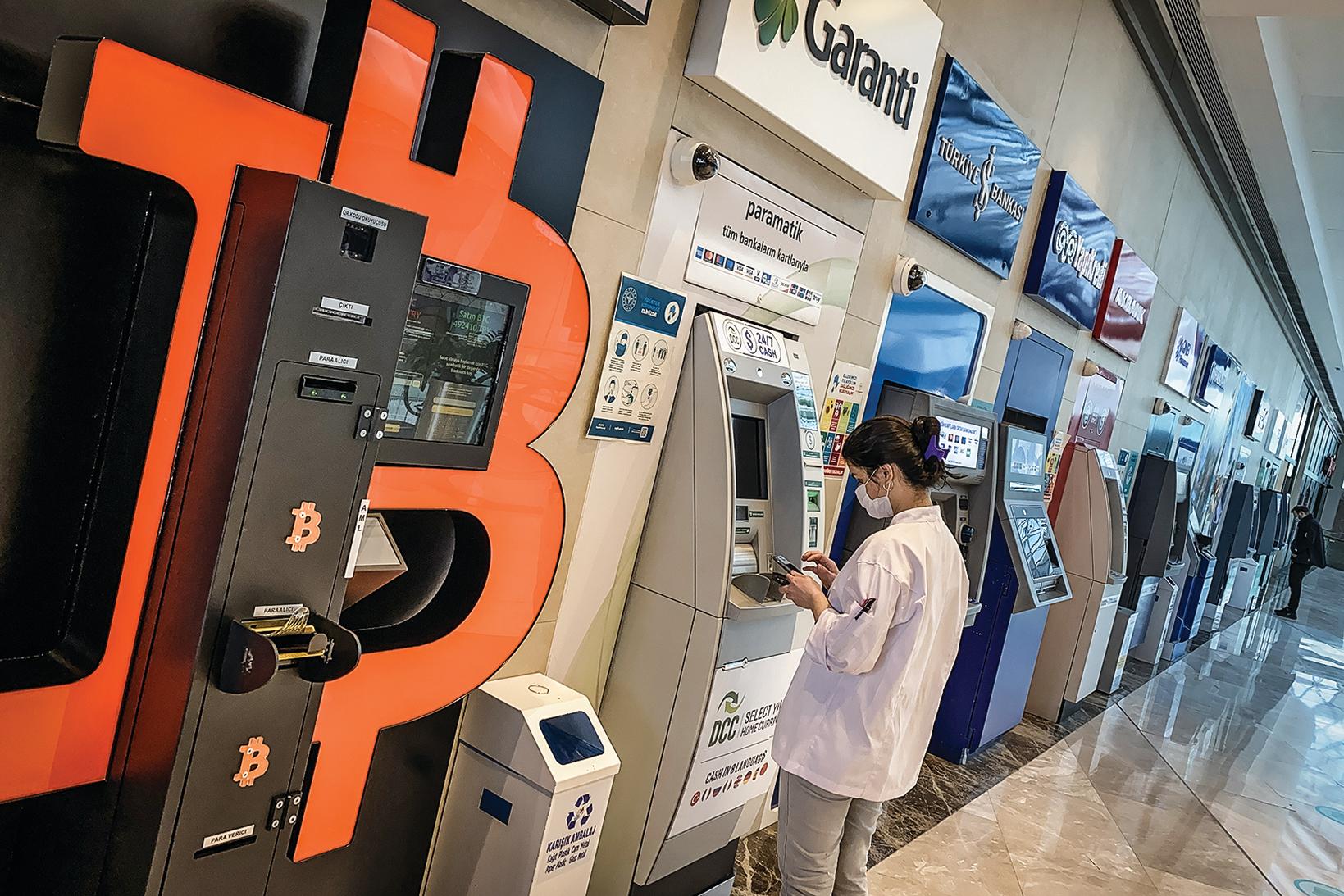 2021年4月,在土耳其伊斯坦布爾的一個購物中心,已設置了比特幣ATM機。(Getty Images)