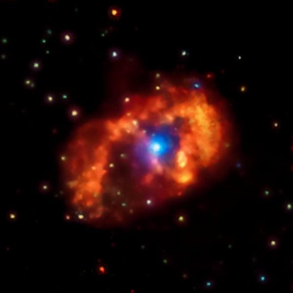 海山二系統是銀河系中最亮、最大的一個星雲,距離地球大約7500光年。(NASA)