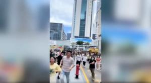 深圳福田高樓忽搖晃 大批民眾逃跑【影片】