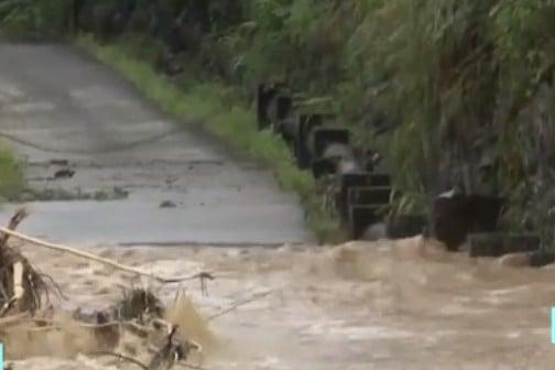 5月17日,廣東韶關地區遭遇特大暴雨,部分路段被衝毀。(網頁截圖)