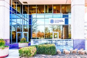 北美生活 : 移民局重回延期申請審核中   尊重以往決定的政策