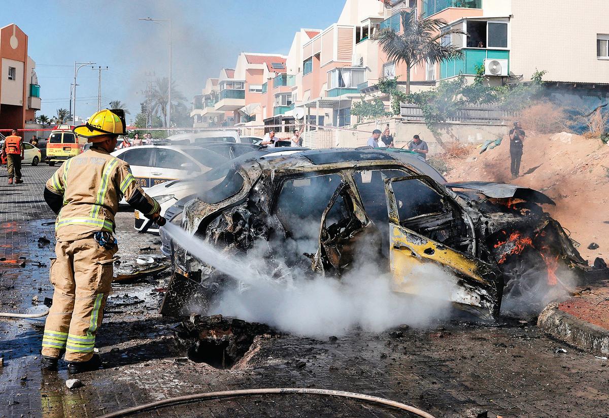 5月16日,以色列南部城市阿什克隆(Ashkelon)繼續遭受來自加沙地帶的火箭彈襲擊。(Jack Guez/AFP via Getty Images)