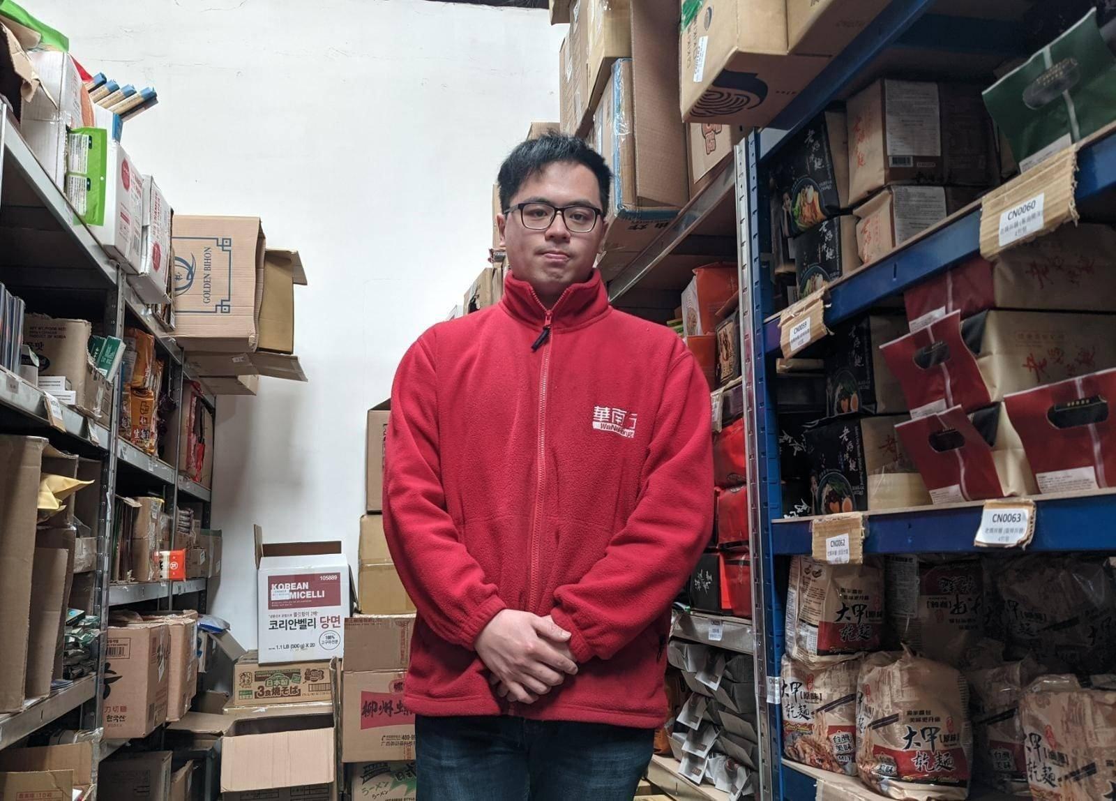 80後港人Magic在3年前獨自在英國倫敦創立一間食品公司——華南行。(文苳晴攝)