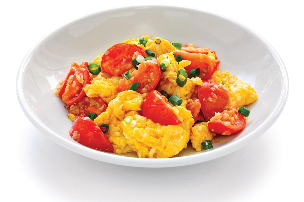 番茄加油脂炒熟再吃,人體比較好吸收,例如番茄炒蛋。