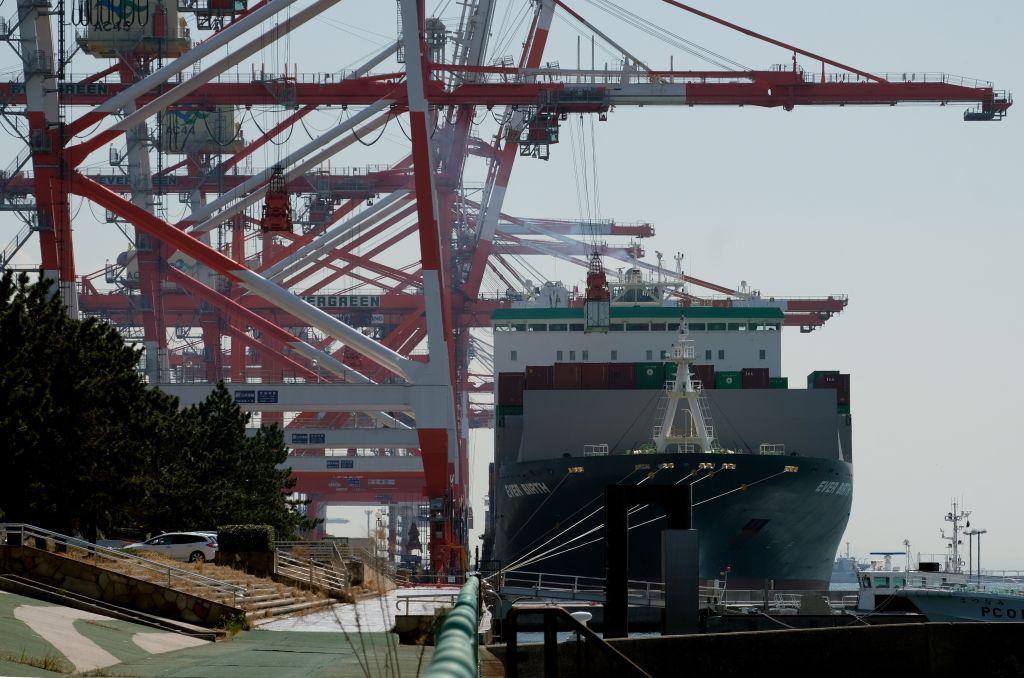 日本昨(5月20日)公佈4月出口按年上升38.0%至71,811億日圓,貿易順差2,553億日圓。(KAZUHIRO NOGI/AFP via Getty Images)