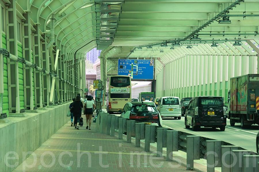 紅橋巴士站在今次的採樣地點中,二氧化氮濃度錄得甚高水平。(陳仲明/大紀元)