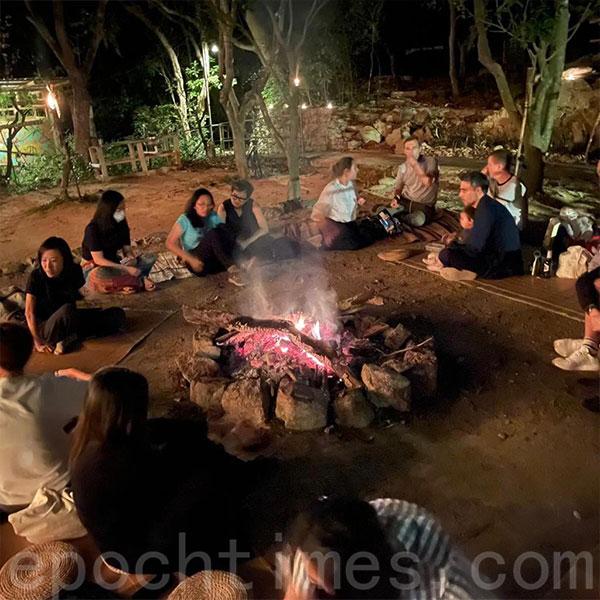 在梅窩舉辦的營火音樂晚會。(受訪者提供)
