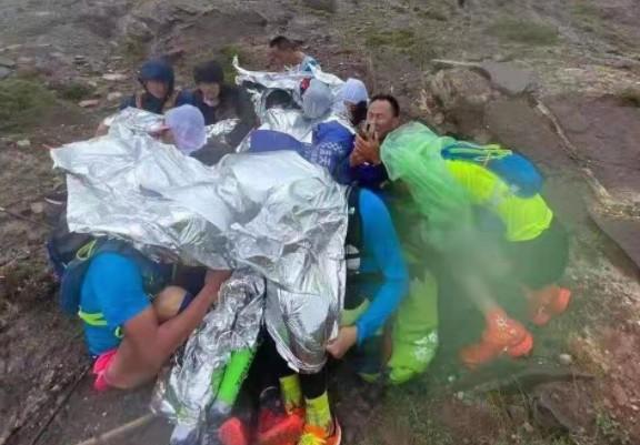 5月22日中午,選手在高海拔地區不斷向大賽組委會發信息求救。(網頁截圖)