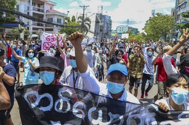 5月22日軍政府宣佈將屏蔽境外社交平臺,遭到緬甸民眾的又一次抗議。(受訪者提供)