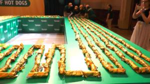 紐約「最長熱狗串」創健力士紀錄