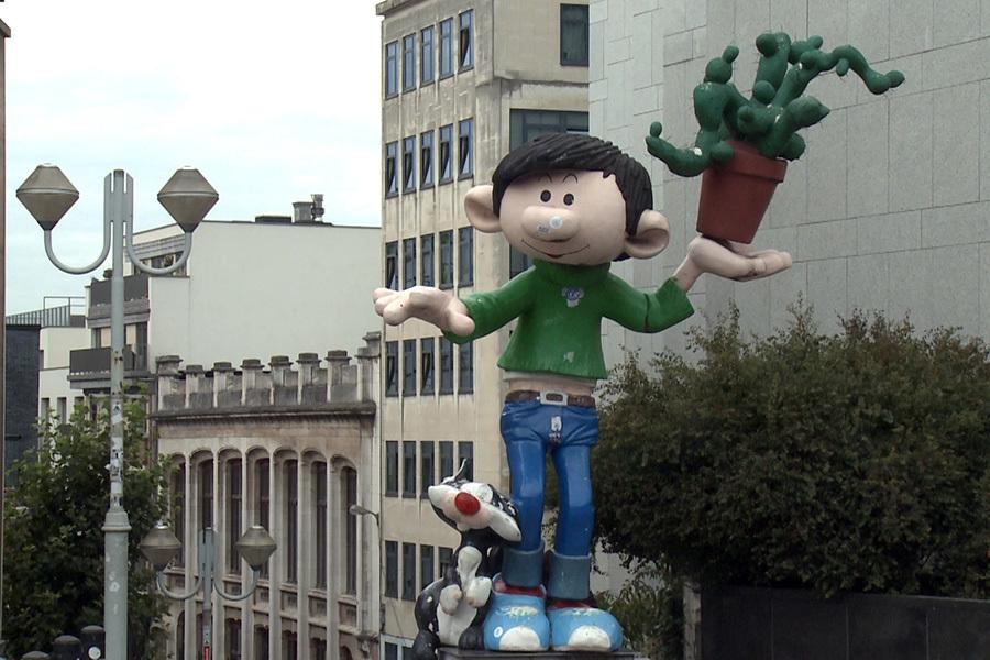 在布魯塞爾街道上的漫畫人物雕塑。(大紀元)