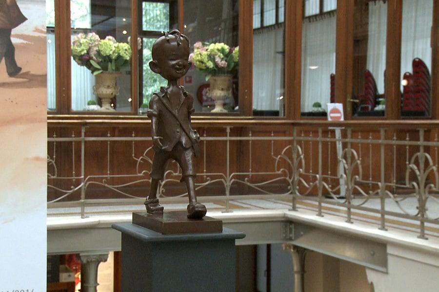 比利時漫畫藝術中心裏的著名中國漫畫人物三毛的雕像。(新唐人)