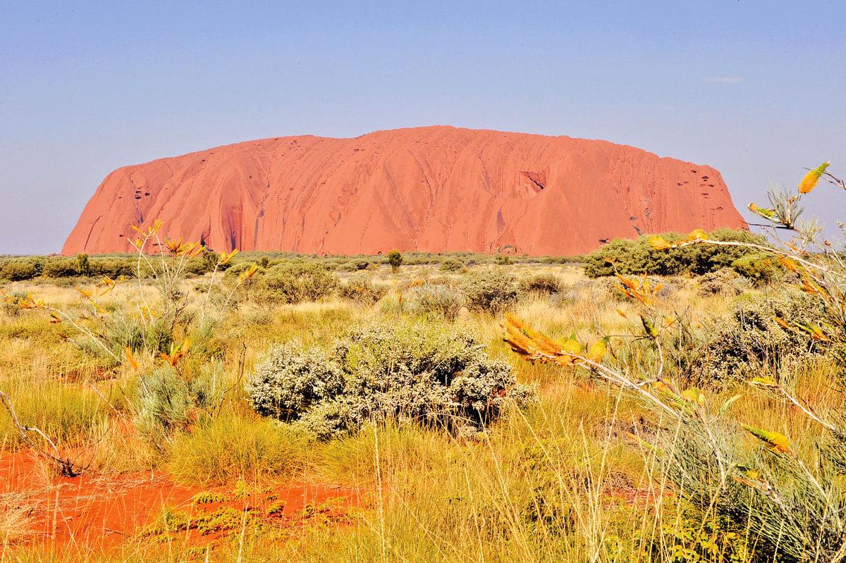 圖為烏魯魯-卡塔丘塔(Uluru-Kata Tjuta)國家公園中的著名大紅石。(簡玬/大紀元)