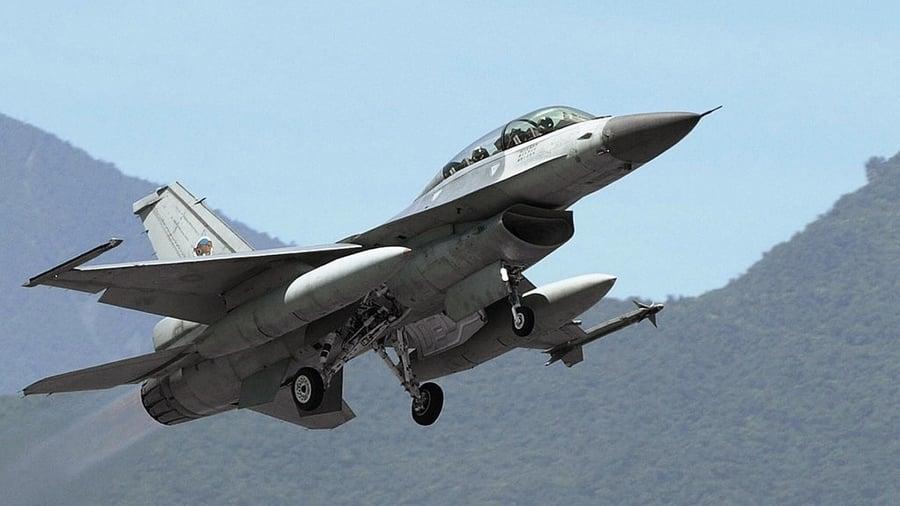 台海緊張之際 台灣F-16戰機 深夜赴美密訓