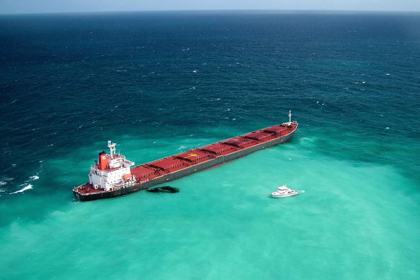 中國運煤船神能一號触礁事件污染了世界著名的受保護景點大堡礁水域。(Getty Images)