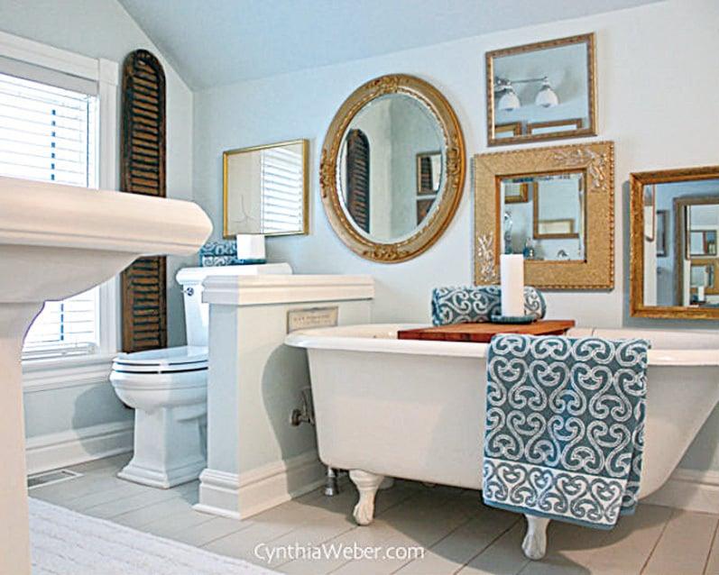 在浴室的牆壁掛上款式各異的鏡子會給洗手間帶來藝術氣息,而鏡子的另一個特殊作用是創造空間錯覺。(Bathroom Mirror Art via A Button Tufted Life on Hometalk)