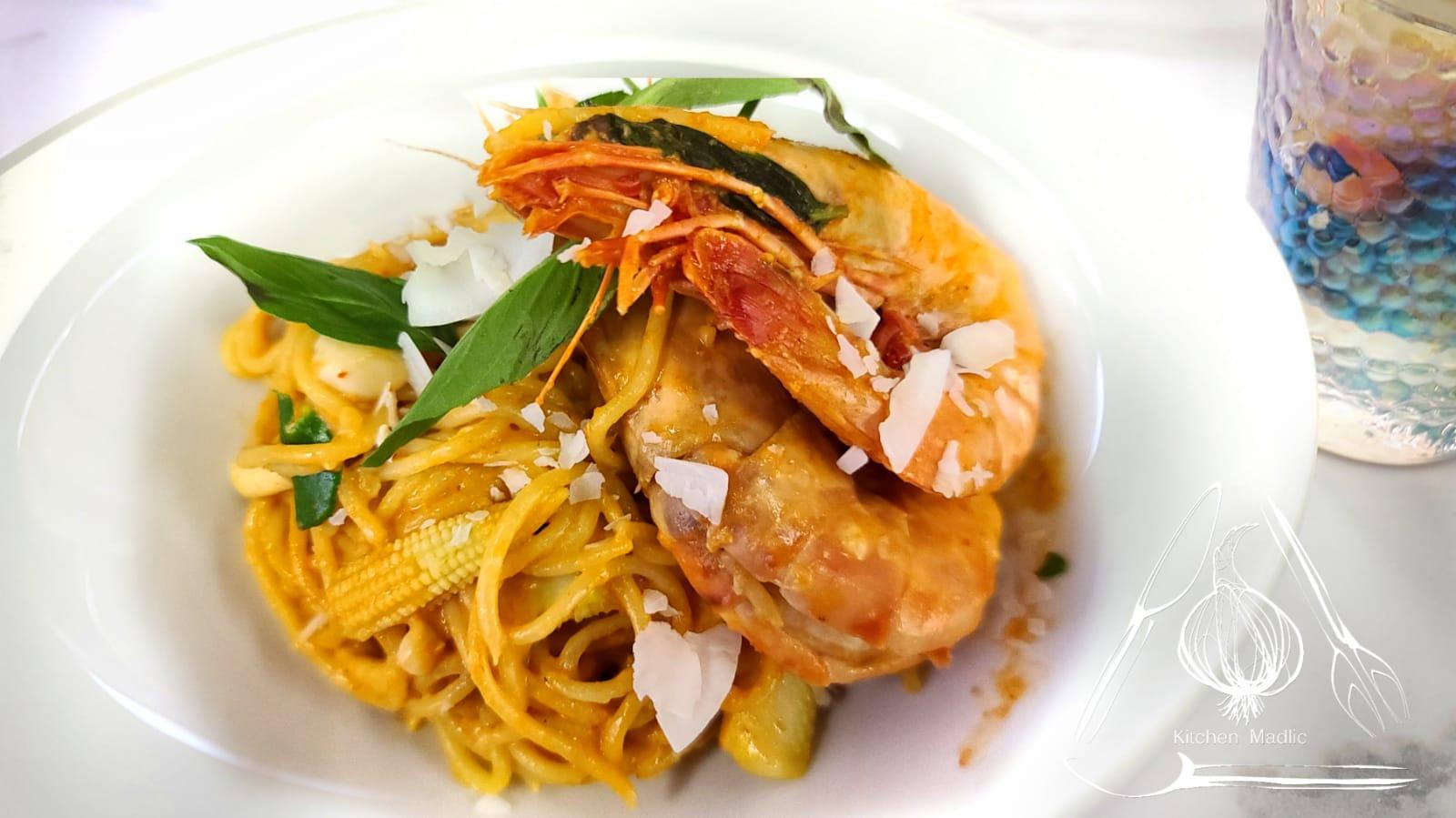 泰式紅咖哩椰香虎蝦意粉。(Kitchen Madlic提供)