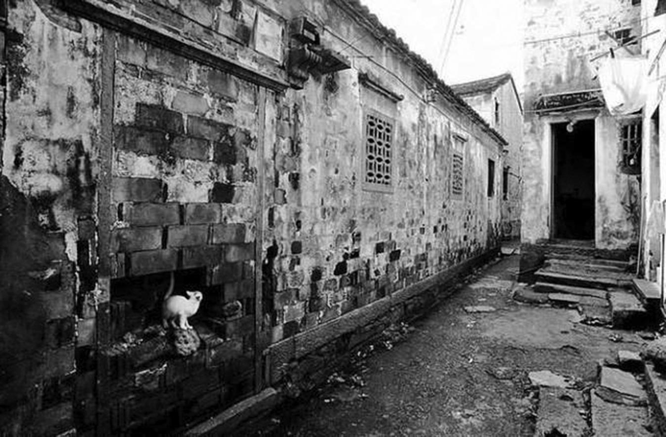 姚文元一家五口住進了一個125間房子的大四合院(北京八中隔壁),為了迎接他搬家僅裝修就花了13萬多。圖為姚文元故居外觀。(網絡圖片)