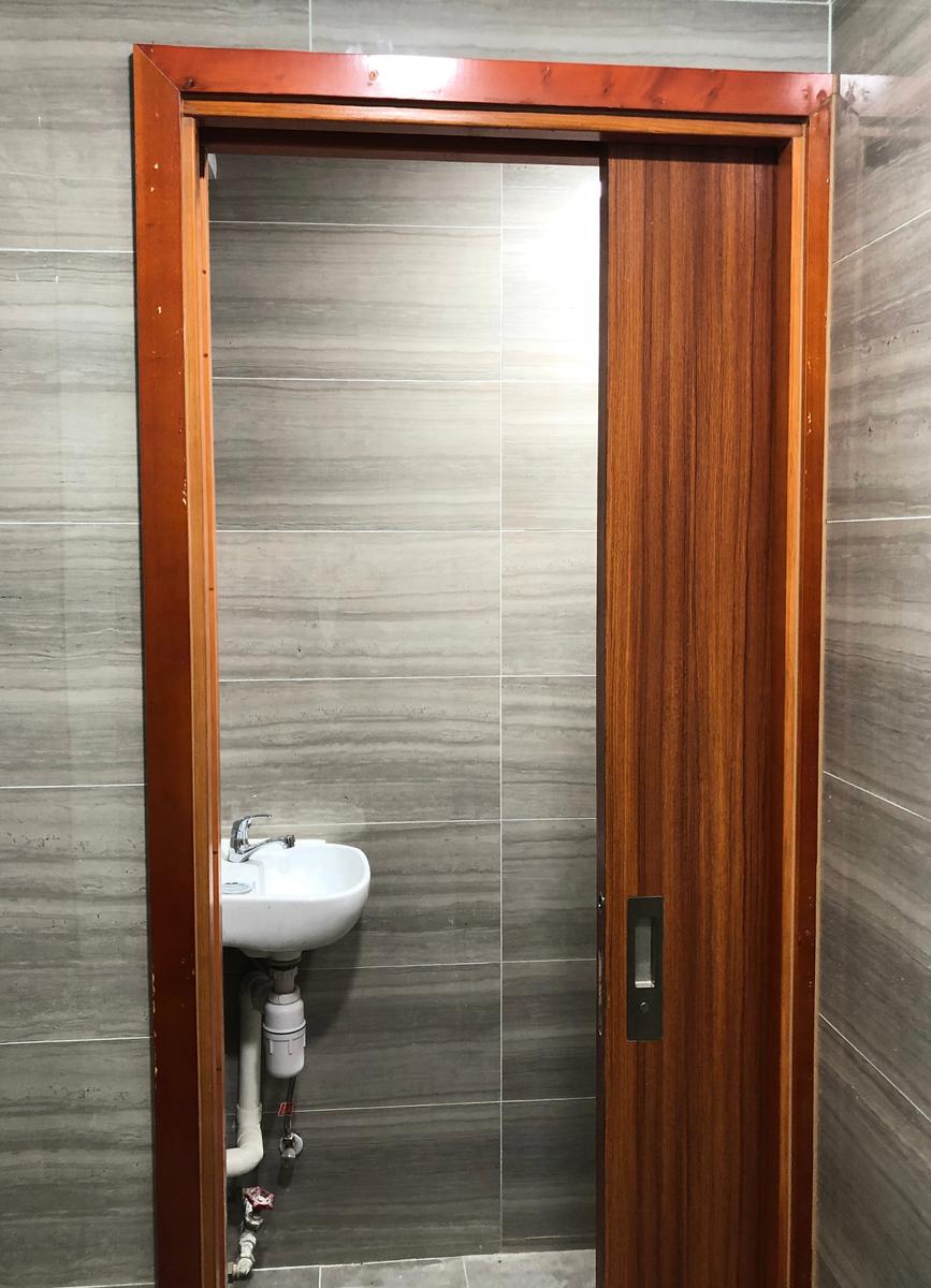 單位洗手間亦用上SCRIGNO隱蔽式趟門。(SCRIGNO提供)