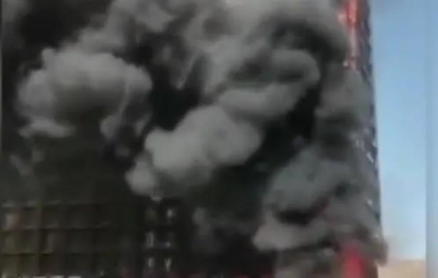 5月28日下午,河北石家莊一高層發生火災。(網頁截圖)