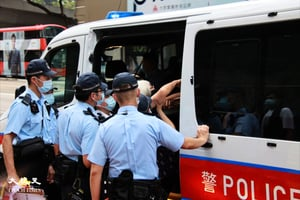 【突發】王婆婆獨自紀念六四 被數十警員包圍拘捕