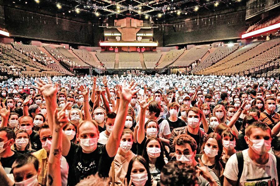 法國辦五千人演唱會 測試病毒傳播風險