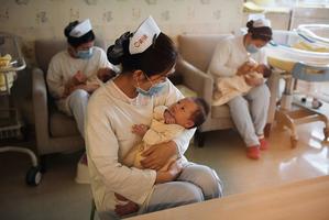 習政治局會議 宣佈三孩政策