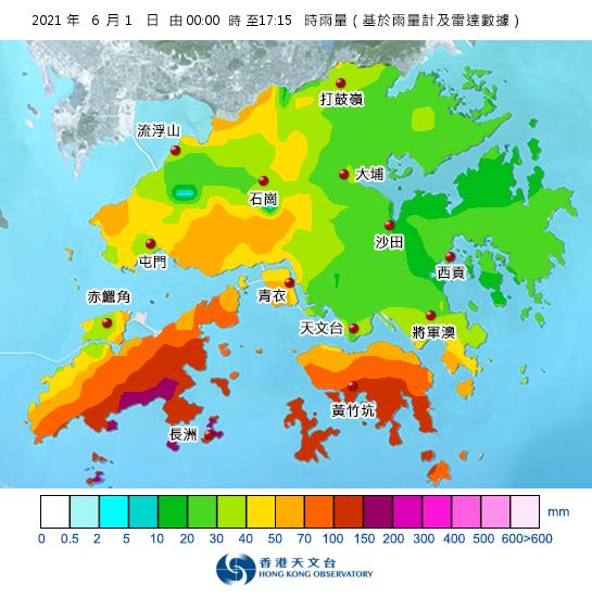 截至下午5時15分為止,本港南部今日已普遍累積超過100毫米雨量紀錄,其中在大嶼山南部的貝澳、長沙一帶,更已累積超過150毫米雨量紀錄。(香港天文台截圖)
