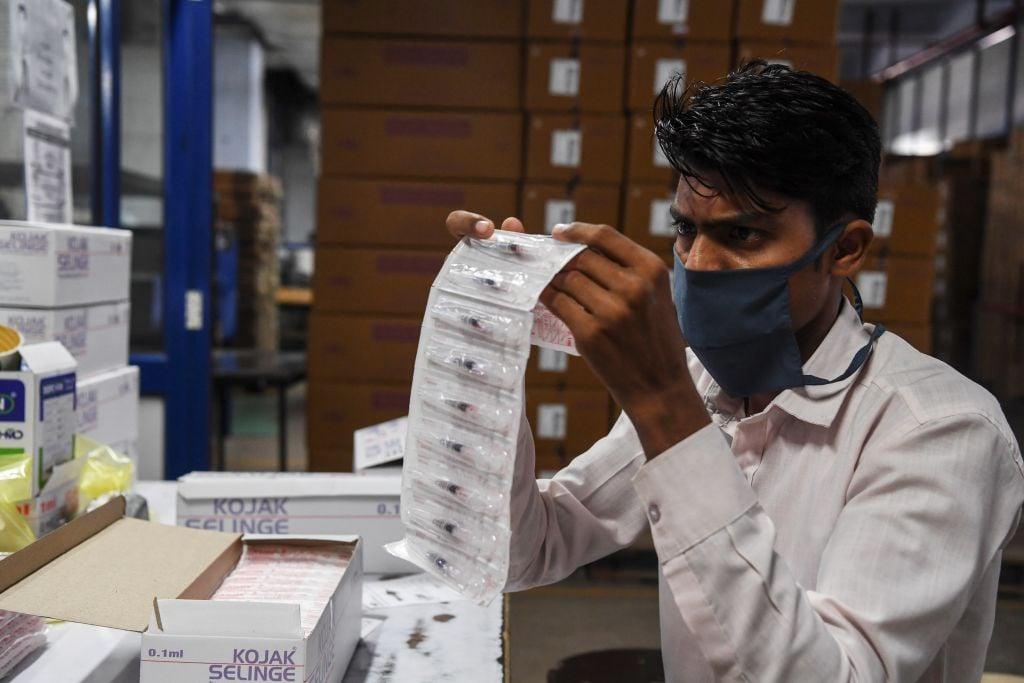 IHS Markit昨(6月1日)公佈5月份印度製造業PMI數值為50.8,反映商業活動正在擴張。(SAJJAD HUSSAIN/AFP via Getty Images)