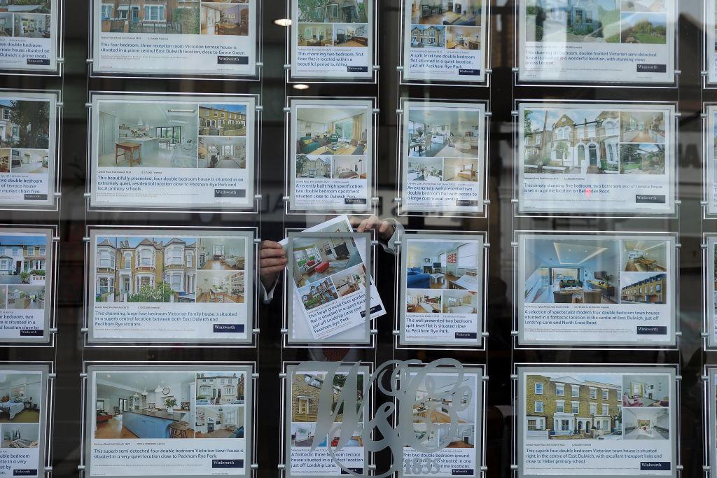 全英房屋貸款協會昨(6月1日)公佈5月份英國平均樓價為24.3萬英鎊,按年上升10.9%。(Dan Kitwood/Getty Images)