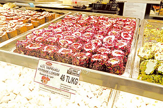 玫瑰花瓣包裹著軟糖是土耳其的特色點心。