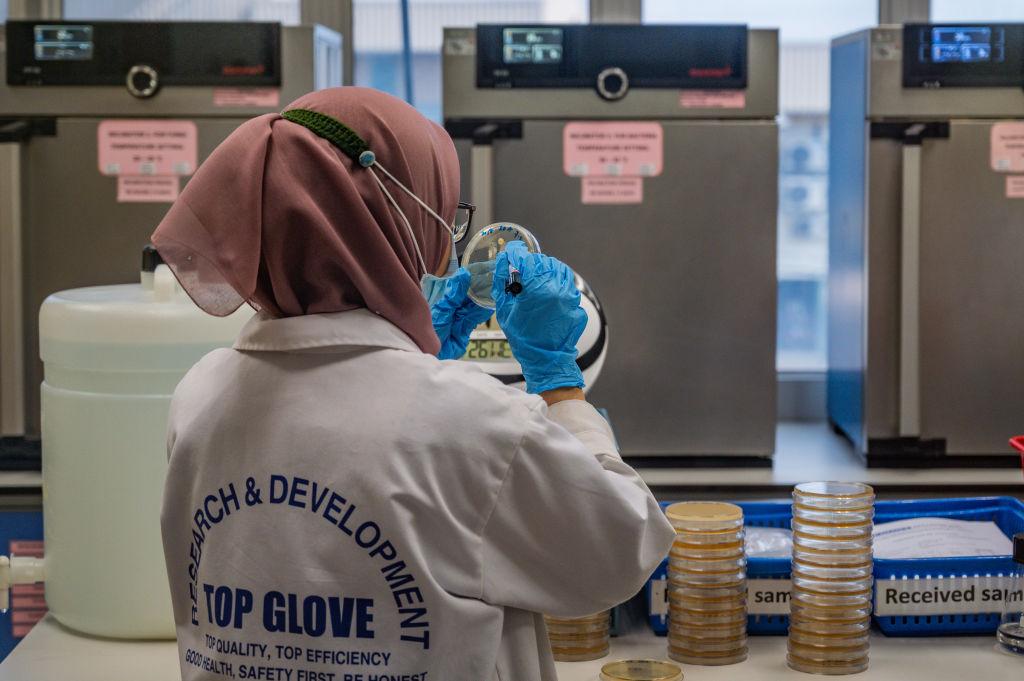 IHS Markit昨(6月1日)公佈5月份馬來西亞製造業PMI數值為51.3,反映商業活動正在擴張。(MOHD RASFAN/AFP via Getty Images)