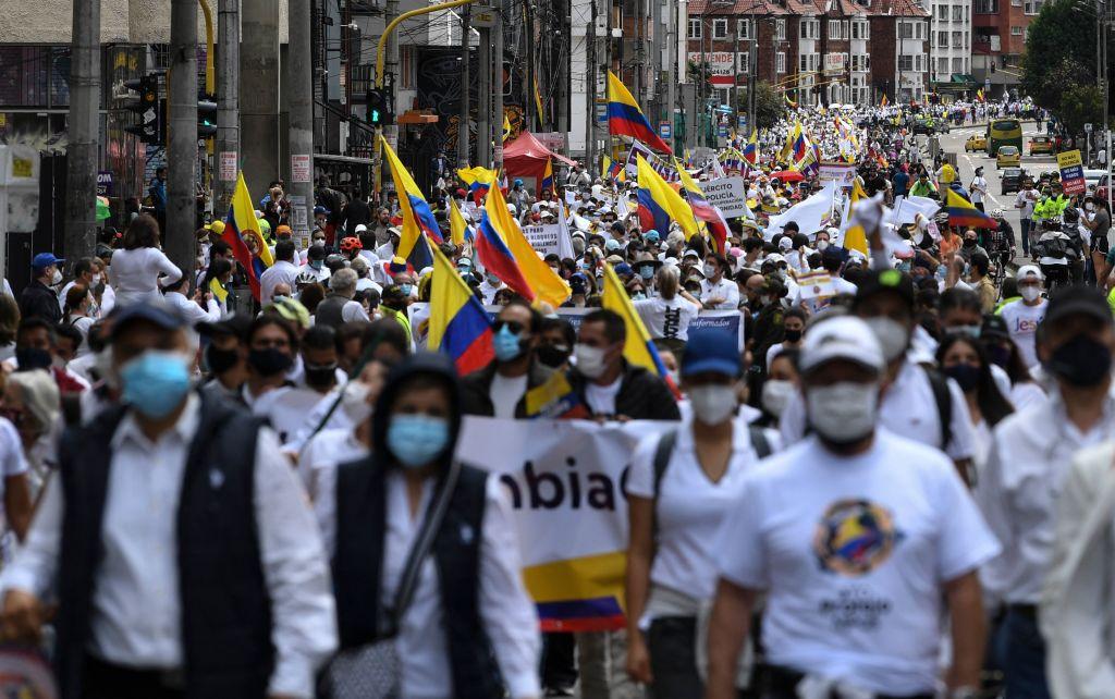哥倫比亞近期爆發全國大罷工,因武漢肺炎(中共病毒)導致哥倫比亞貧富懸殊加劇,民眾因而上街示威。IHS Markit昨(6月1日)公佈5月份哥倫比亞製造業PMI數值為46.7,反映商業活動正在收縮。(JUAN BARRETO/AFP via Getty Images)