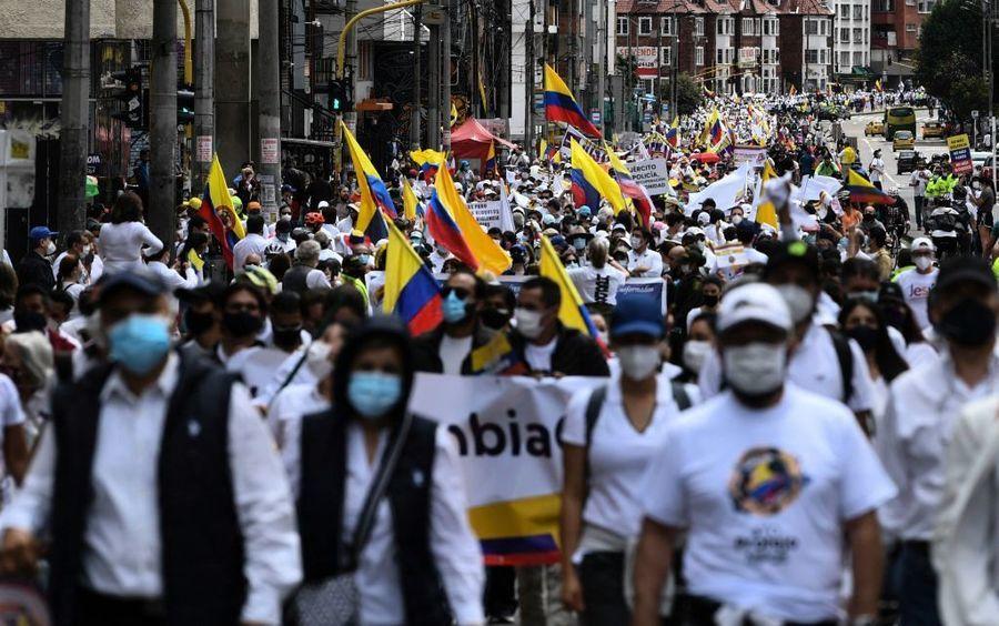 哥倫比亞因武肺驅貧富懸殊 5月大罷工遭鎮壓42人死亡