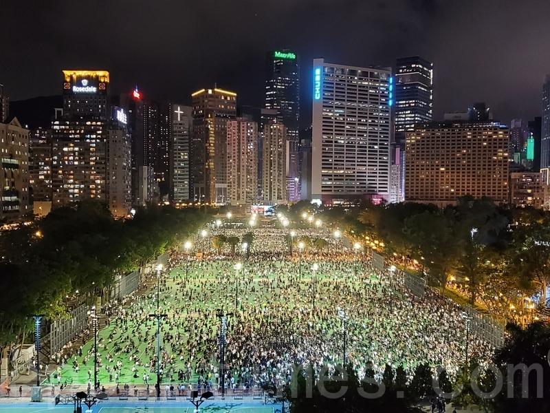 傳六四維園部署過千警力 穿黑衣黑褲叫口號點燭光或被即場拘捕