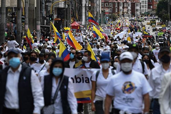 哥倫比亞貧富懸殊 大罷工遭鎮壓42人死