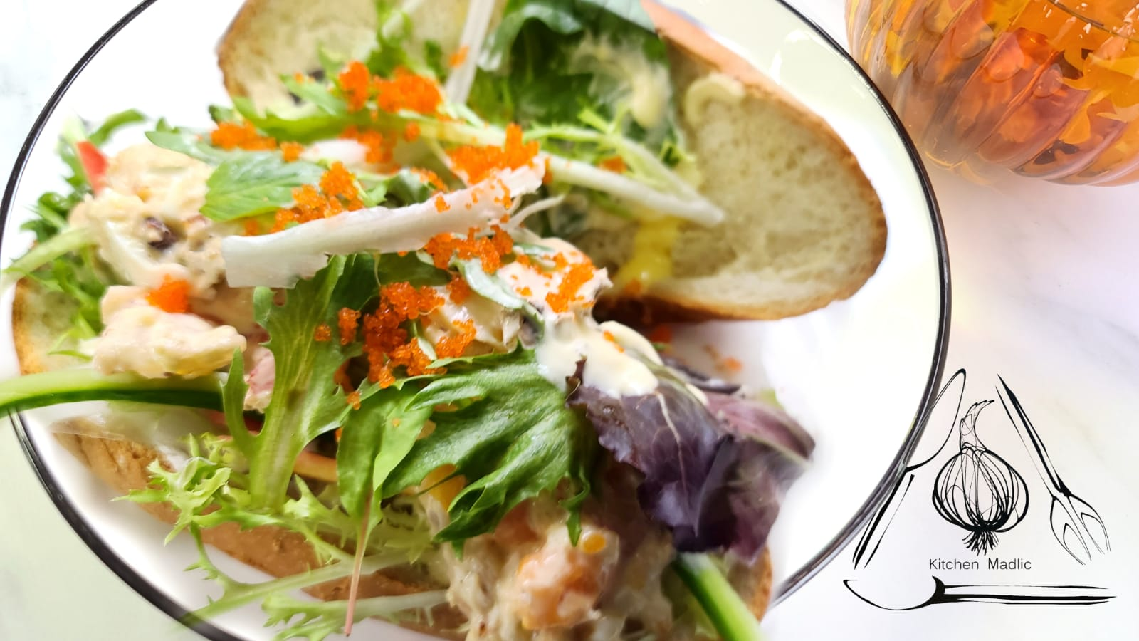 日式蟹肉蛋醬虎蝦鮑魚沙律三文治。(Kitchen Madlic提供)