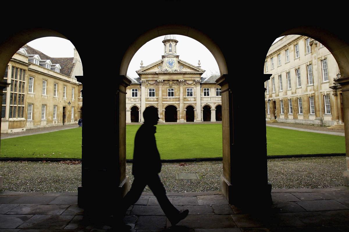 《星期日郵報》披露,中共解放軍的一位專家在劍橋大學擔任訪問學者,參與研究可以用於戰場的高科技材料。(Getty Images)
