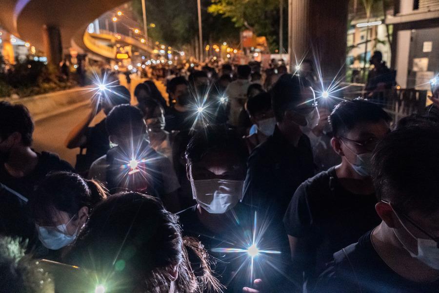【組圖】香港市民舉起燭光 亮起燈海悼念六四【影片】
