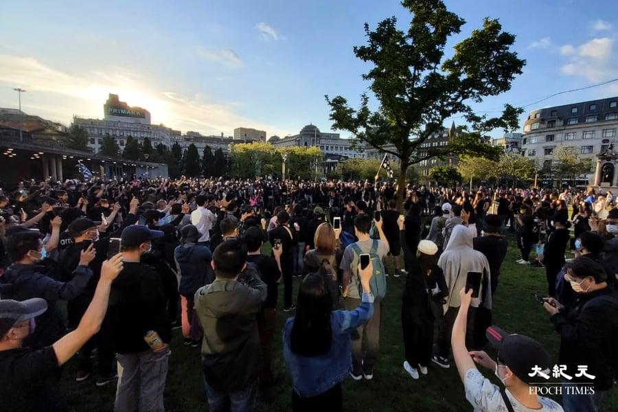 【即時】六四32 英國曼城數百港人集會悼念六四