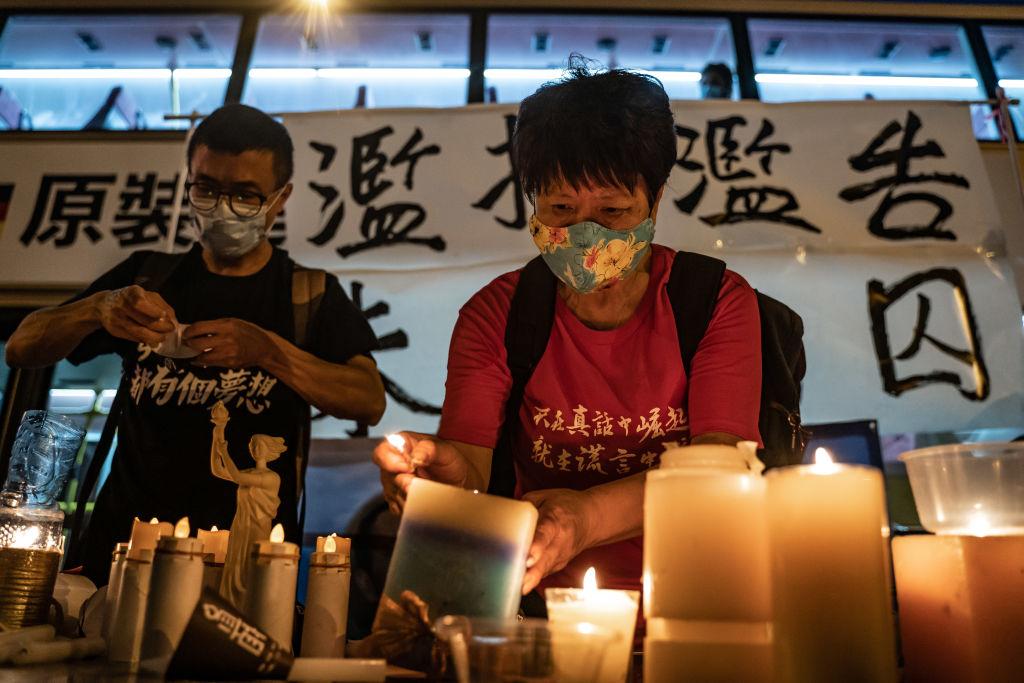 圖為2020年6月3日,民運人士在荔枝角接待中心外參加天安門廣場大屠殺燭光守夜紀念活動前夕的集會。(Anthony Kwan/Getty Images)