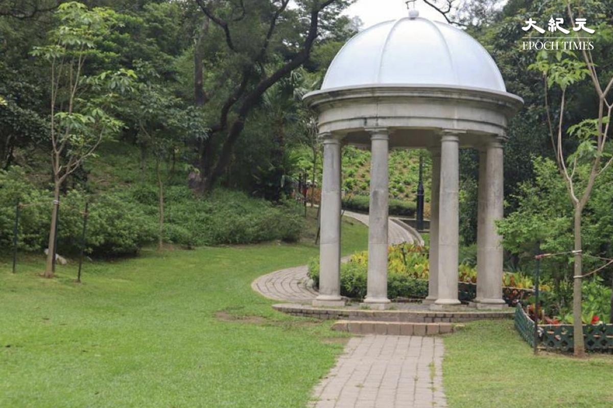 山頂公園中的英式庭園及維多利亞時期的草坡野餐地。(樂樂/大紀元)