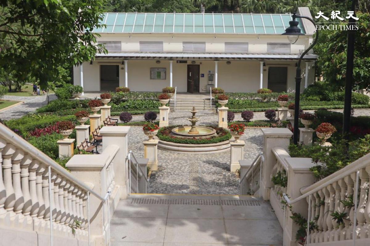 柯士甸遊樂場中採用傳統19世紀維多利亞時代設計的歐陸噴泉。(樂樂/大紀元)