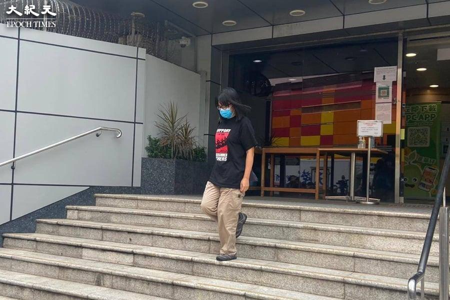 鄒幸彤離開荃灣警署後對傳媒表示,警方暫未落案起訴她。(麥碧/大紀元)