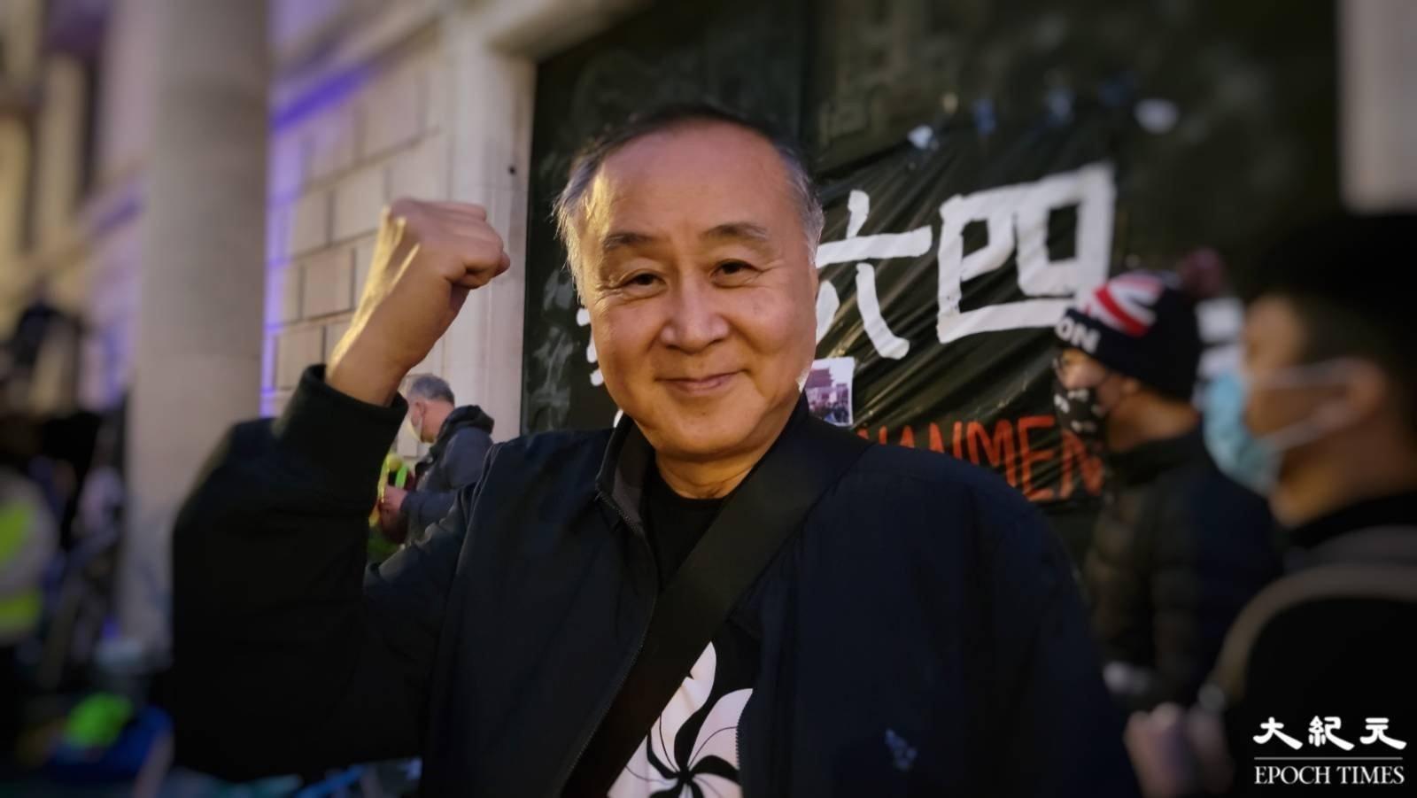 香港實業家、時事評論員袁弓夷到場出席集會。(文苳晴/大紀元)
