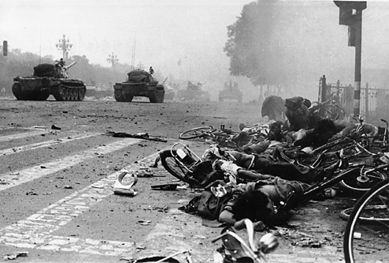 六四親歷者:坦克車的探照燈突然打到外教臉上