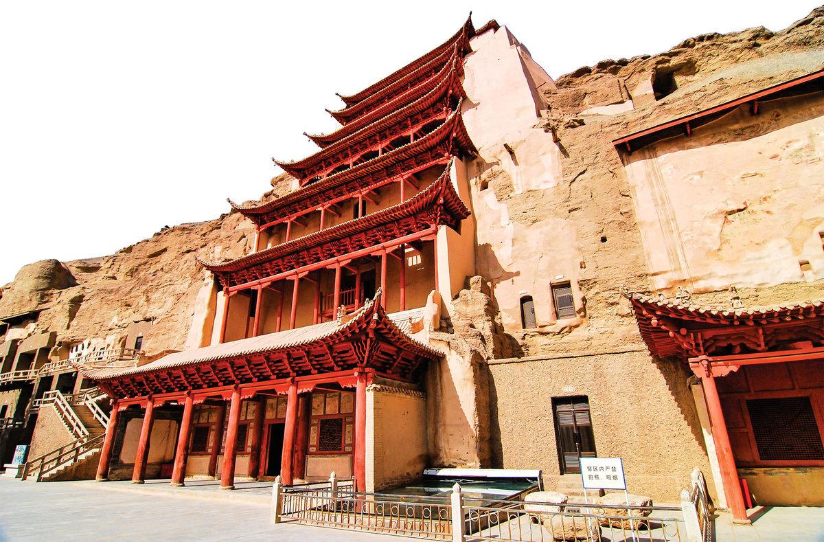 那擁有大佛像的莫高窟第96號石窟,應是屬於大唐的榮耀——工程之浩大、技藝之精純,至今仍教人讚歎不已。(Marcin Szymczak/Shutterstock)