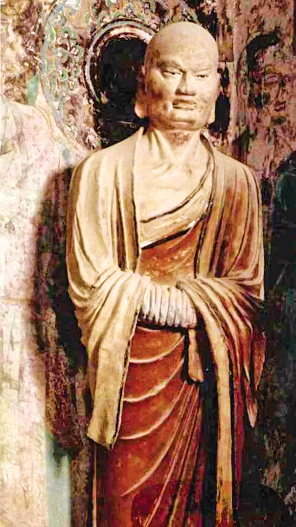 此為敦煌莫高窟的唐代第220窟的迦葉像,一反舊式的苦行僧形象,被塑造成一位深諳佛理的長者形象。(公有領域)