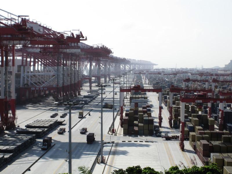 海運集裝箱罕見奇缺 中國境外運輸費飆升
